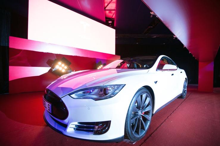 So können Elektroautos (Model S von Tesla) heute aussehen. Wer hätte das vor 20 Jahren prognostiziert?