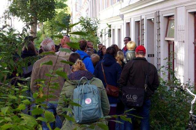 Nachfrage > Angebot: Eine kleine Mietwohnung ist in Hamburg frei geworden. Im 5-Minuten-Takt werden die Interessenten zur Besichtigung hineingelassen. // photo: Oxfordian (CC BY-ND 2.0)