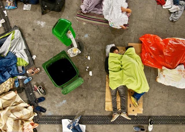 Leiden für ein besseres Leben: Flüchtlinge auf dem Bahnhof Keleti in Budapest. // Foto: Michael Gubi (CC BY-NC 2.0)