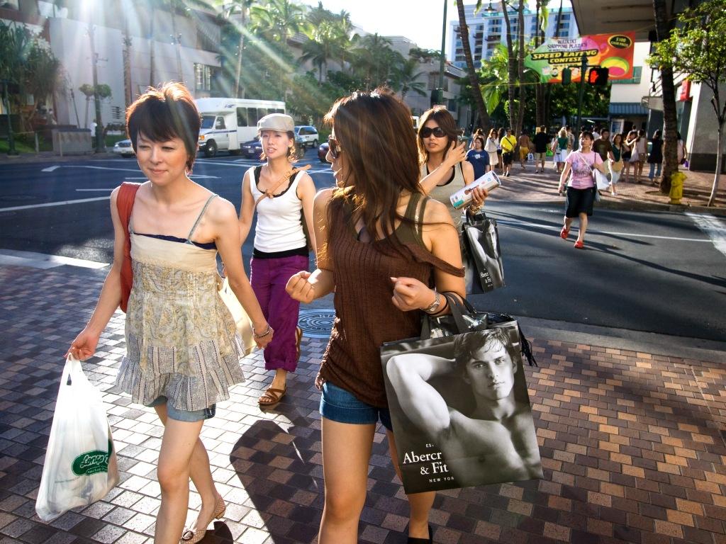 Frauen kaufen ein // Foto: Kanaka Menehune (CC BY-NC 2.0)