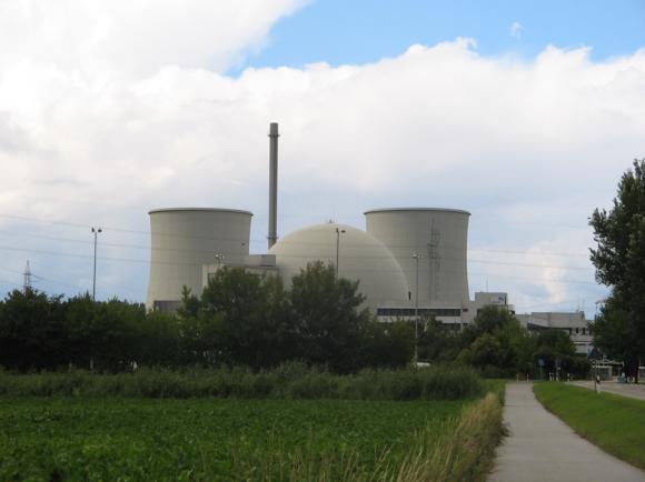 Seit dem Abend des 18. März 2011 vom Netz genommen: Das Kernkraftwerk Biblis in der südhessischen Gemeinde Biblis. // Foto: ThaRemix (CC BY 2.0)